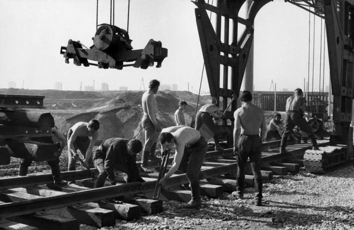 Строительство линии скоростного трамвая. СССР, Набережные Челны, 1972 год.