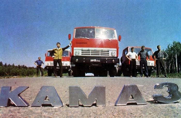 Первые автомобили Камаз, выпущенные с главного сборочного конвейера 16 февраля 1976 года.