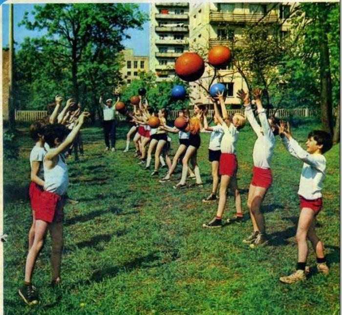 Урок физкультуры в одной из московских школ.