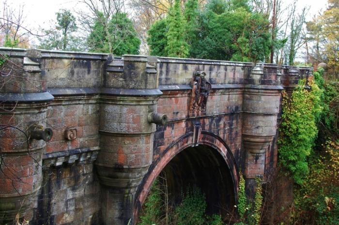 Старый арочный мост Овертоун. Шотландия, неподалеку деревушки Милтон.