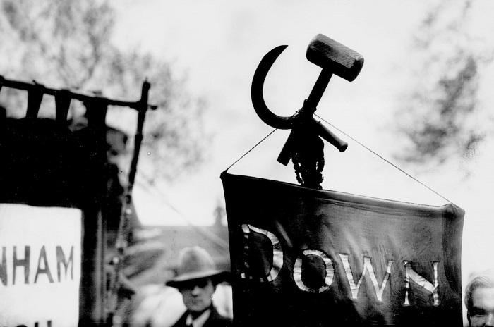 Уникальная коллекция чёрно-белых фотографий о коммунистическом движении в Англии.