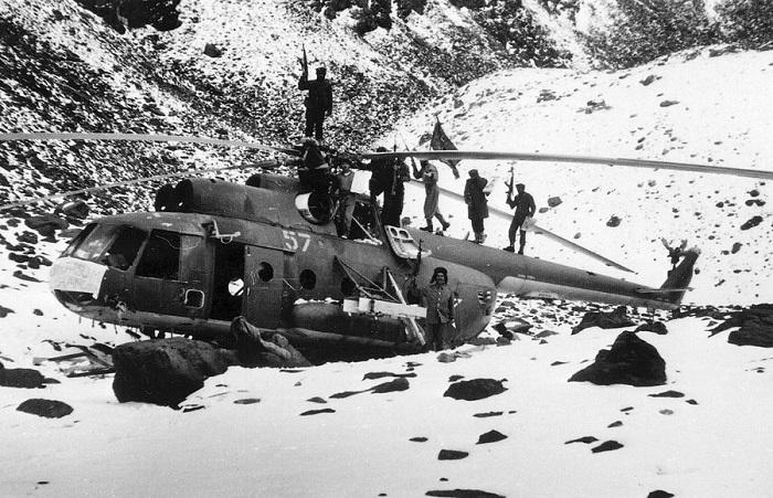 Уникальные ретро фотографии, сделанные в ходе боевых действий во время войны в Афганистане.