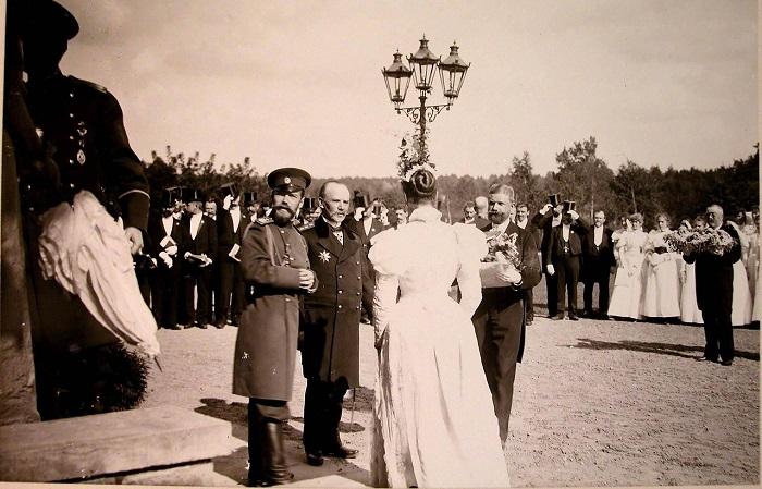 Бабушка над колыбелью внука. Владимирская губерния, 1914