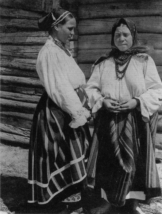 Женщины в будничных костюмах. Воронежская губерния, 1908 год.