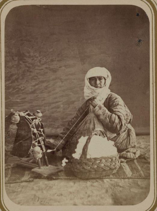 Прядение ниток. Средняя Азия, конец XIX века.