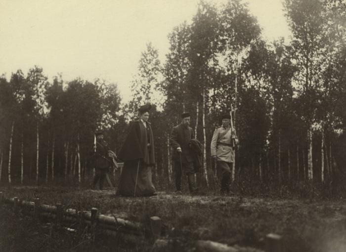 Император Николай II и Императрица Александра Федоровна на охоте в 1900 году.