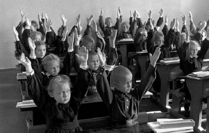 Редкие фотографии, сделанные Анри Картье-Брессоном в 1954 году.