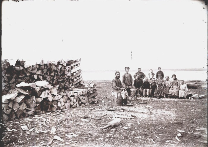 Юровой зимний промысел. Осмотр самоловов. Село Филатово, 1912 год.