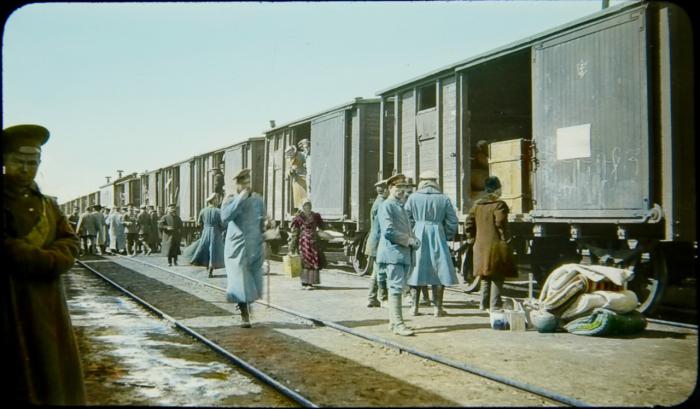 Погрузка поезда на Транссибирской железной дороге.