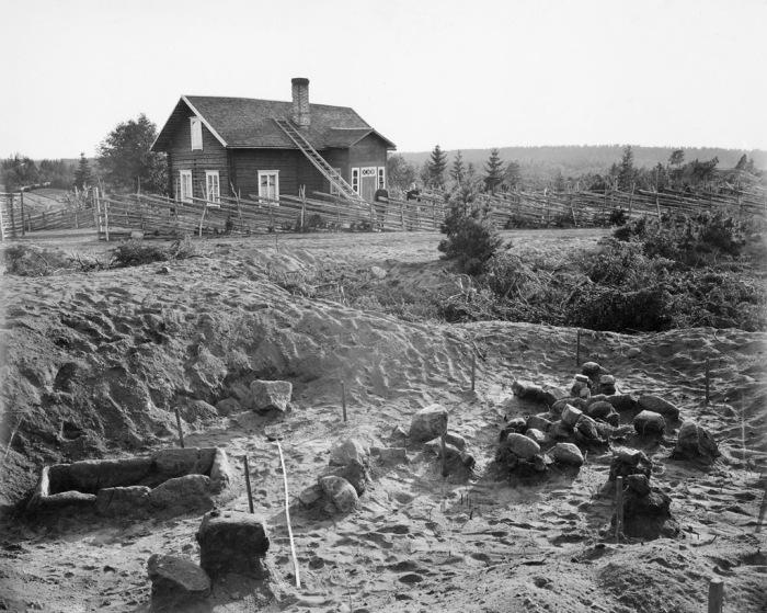 Археологические раскопки в 1890 году поселения каменного века.