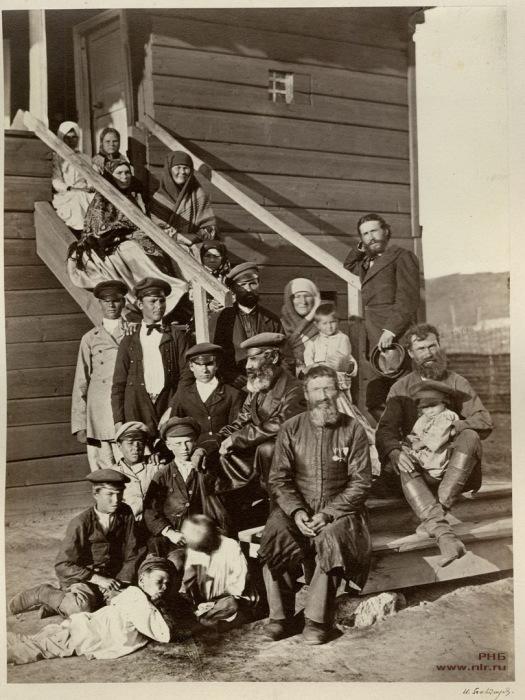 Казачье семейство. Цимлянская станица. 1875-1876 год.