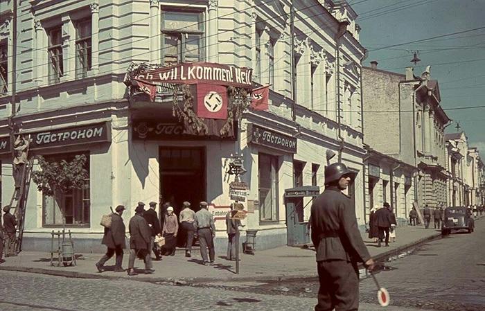 Колоритные фотографии, сделанные немецким корреспондентов во время оккупации Харькова в 1941 - 1942 году.