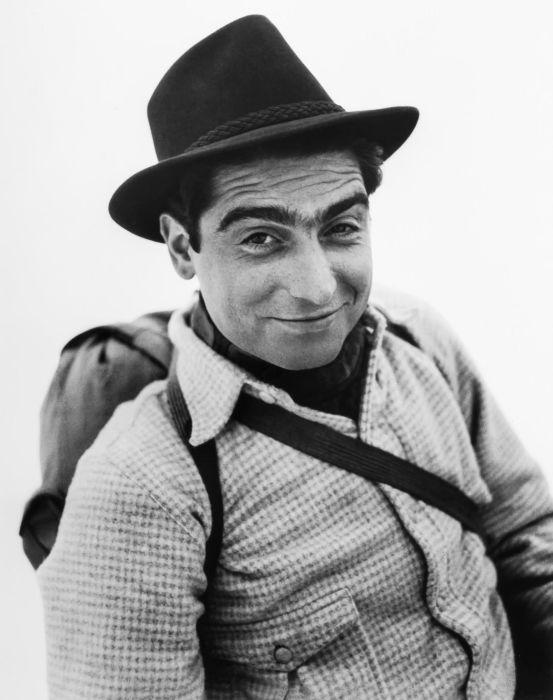 Фоторепортёр еврейского происхождения, рождённый в Венгрии.