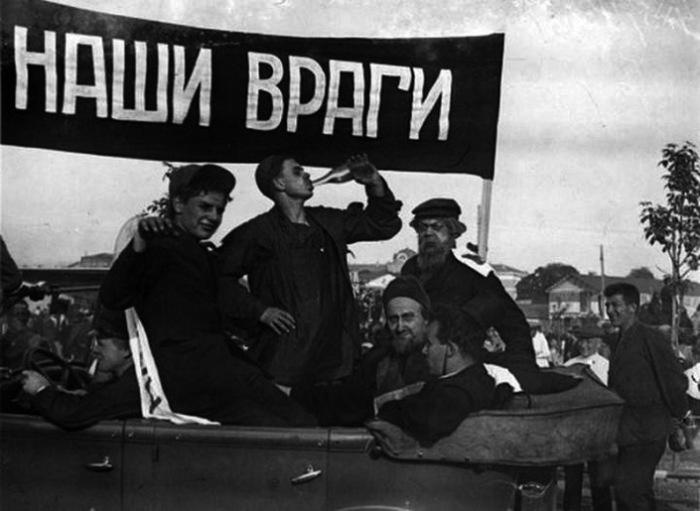 Агитационно-массовая работа в Центральном парке культуры и отдыха имени Максима Горького в 1930 году.