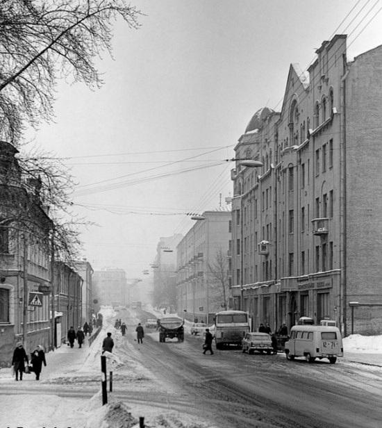 Улица Плющиха, вид в сторону Садового кольца.
