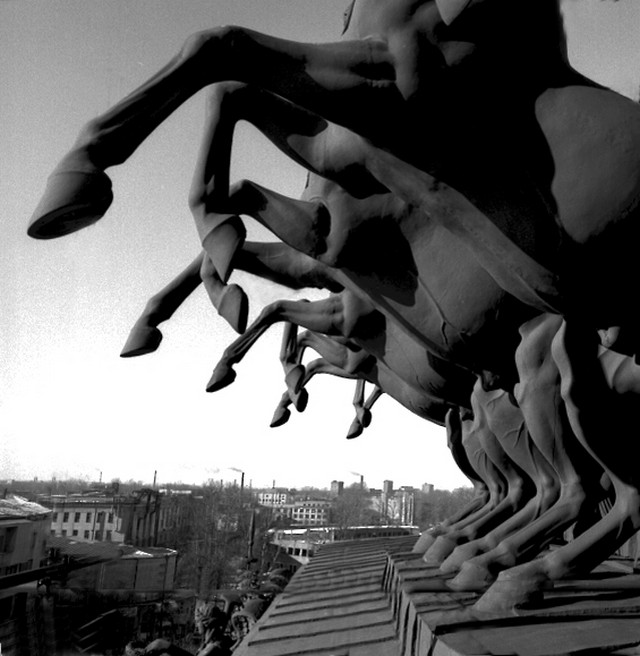 Кони на фронтоне Александринского театра.