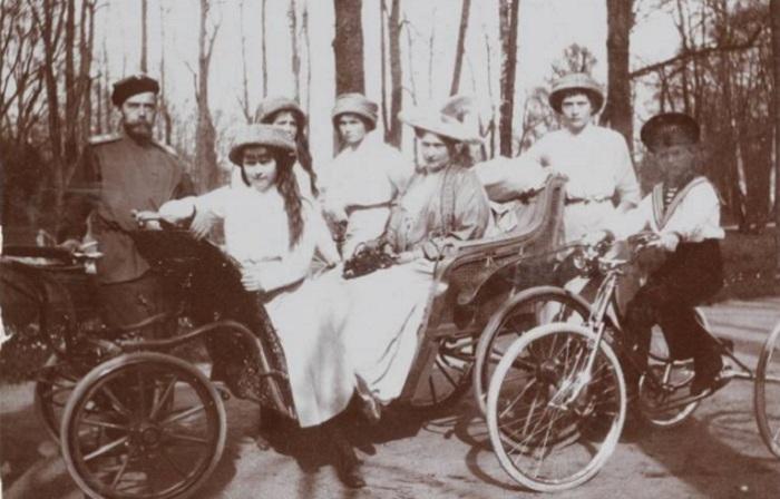 Документальные ретро фотографии царской семьи из фотоальбома фрейлины Анны Вырубовой.
