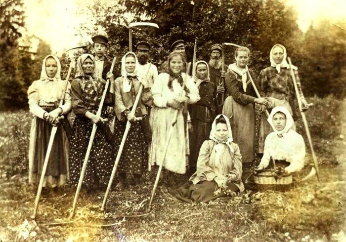 После жатвы. Деревня Красниково, Солигаличского уезда, 1908 год.