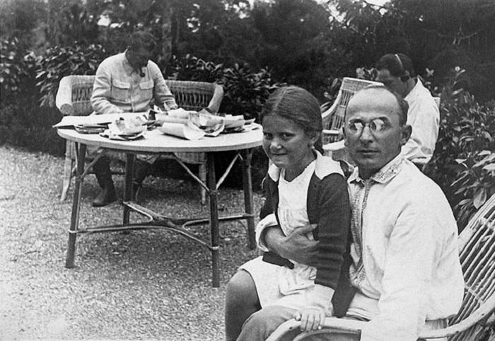 Сталин, Берия и дочь Сталина Светлана на юге, 1933 год.
