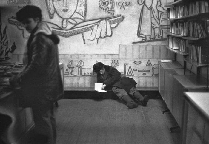 Торговля букинистической литературой. Улица Кирова, Новокузнецк, 21 января 1983 год.