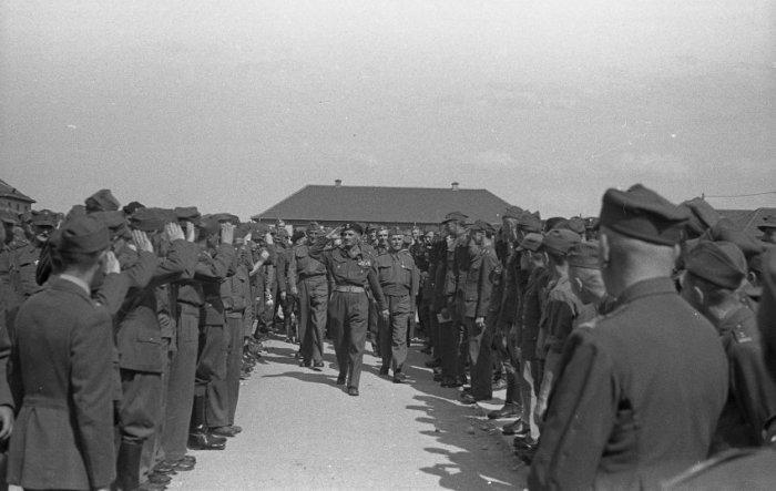29 апреля 1945 года американские войска освободили около 5000 заключённых из лагеря для военнопленных офицеров в Мурнау.