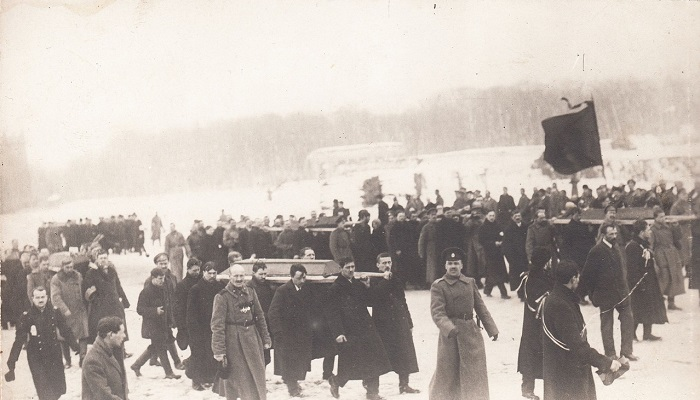 Шествие похоронной процессии на Марсово поле. Петроград, 1917 год.