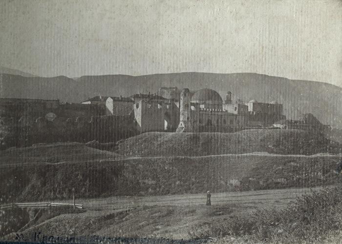 Разрушенная крепость близ Ацхур. Кавказ, 1897 году.