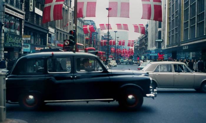 Одна из основных улиц Вестминстера в 1968 году.