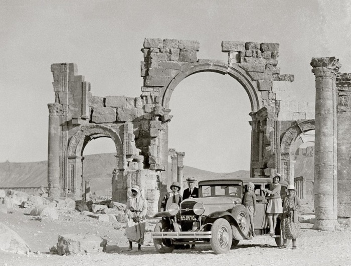 Триумфальная арка и великая колоннада. Сирия, Пальмира, 1936 год.