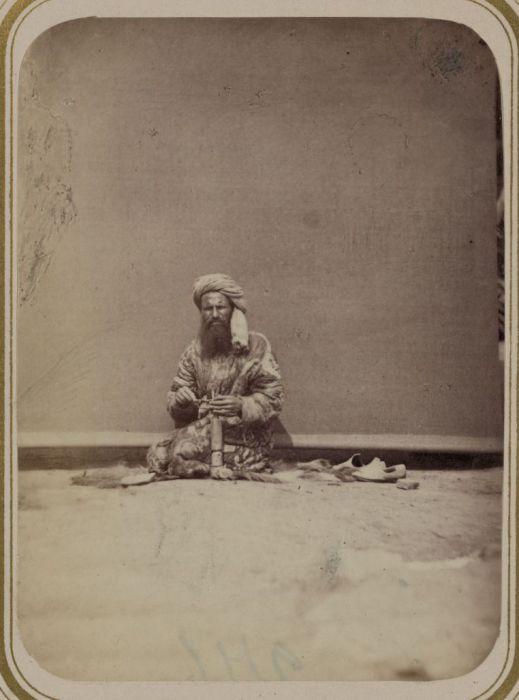 Приготовление камышинок для станка. Средняя Азия, конец XIX века.