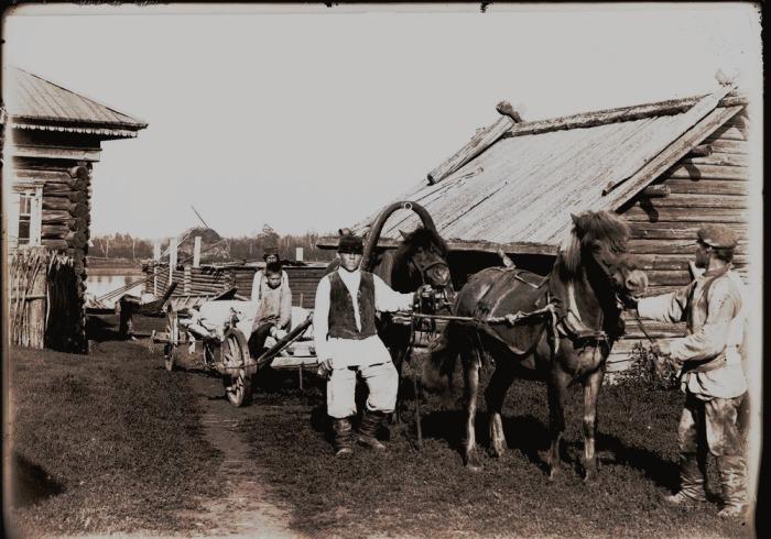 Подвоз муки в магазин. Село Болчаровское, начало ХХ века века.