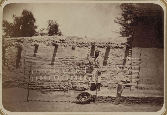 Приготовление основы для ткани из хлопка. Самаркандский способ. Средняя Азия, конец XIX века.