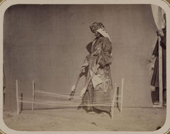 Размотка пряжи. Средняя Азия, конец XIX века.