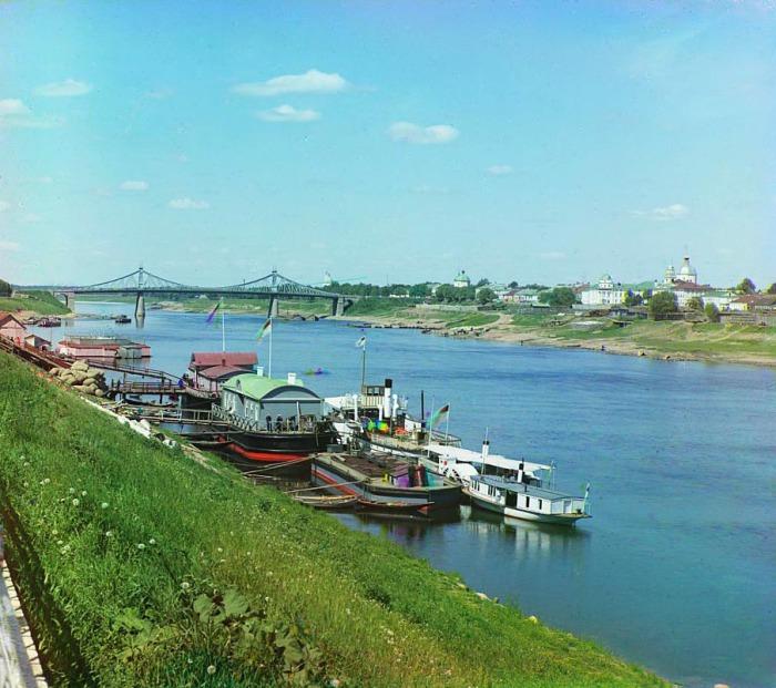Пароходы для экскурсий по реке.