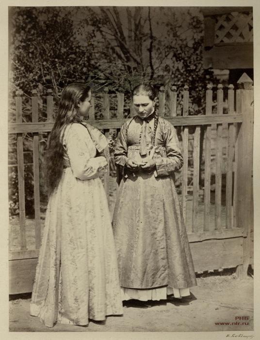 Девицы в кубиляках. Донской нарядный костюм. 1875-1876 год.