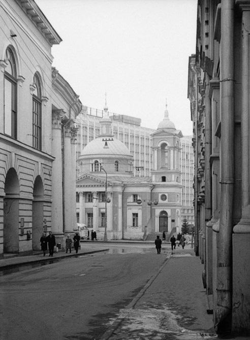 Московская улица в Китай-городе между улицами Ильинкой и Варваркой. СССР, Москва, 1969 год.
