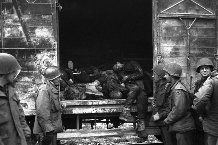 Ужасные кадры из фашистских лагерей смерти.