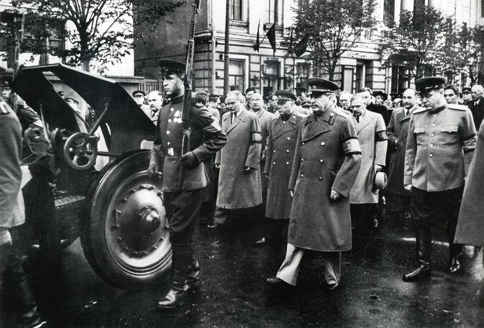 Иосиф Виссарионович Сталин на похоронах Андрея Жданова. Город Москва, сентябрь 1948 год.