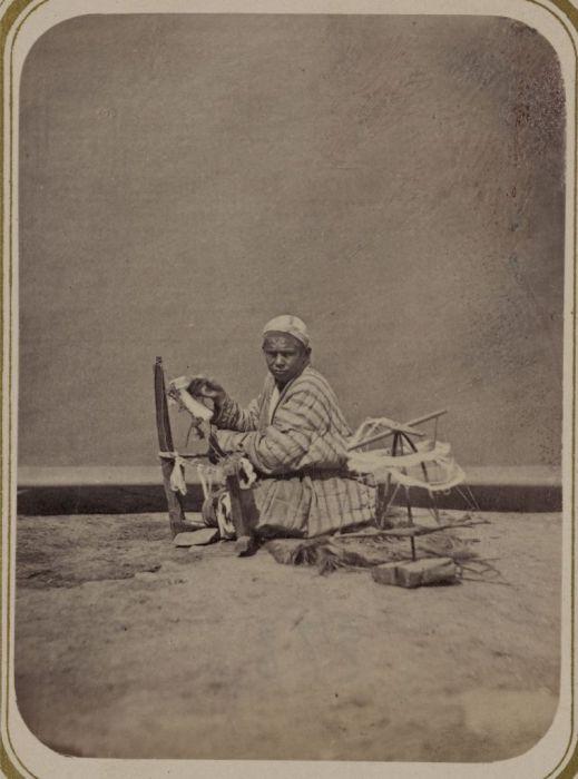 Приготовление ниток. Средняя Азия, конец XIX века.