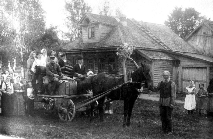Перевоз приданого невесты в дом жениха. Владимирская губ. 1914