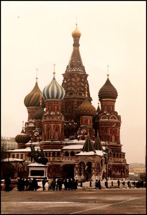 Толпы людей на Красной площади. СССР, Москва, 1985 год.