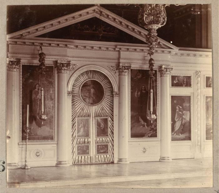 Иконостас дворцовой церкви в Твери.