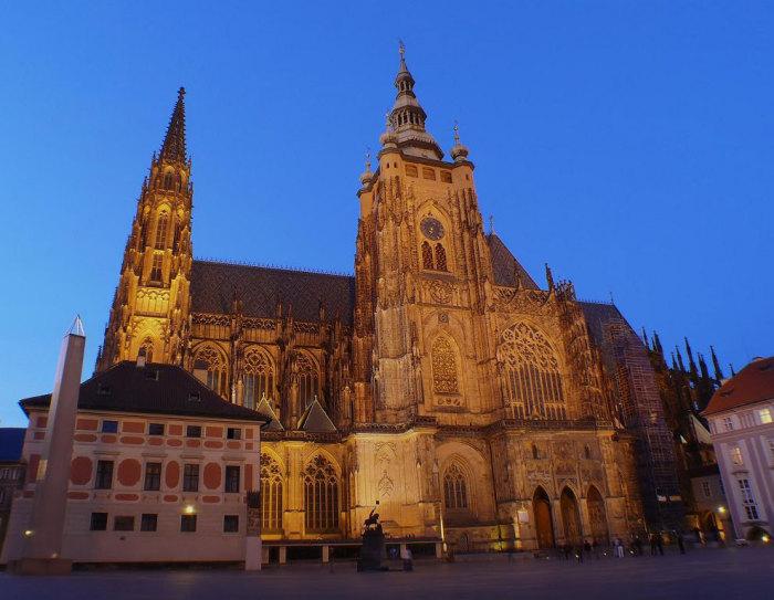 Собор Святого Вита - готический католический собор в Пражском Граде, местопребывание архиепископа Пражского.