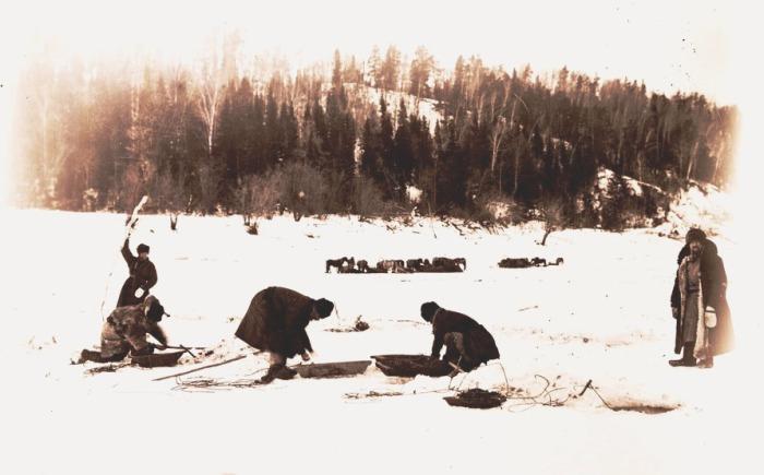 Ловля рыбы. Село Уват, 1912 год.