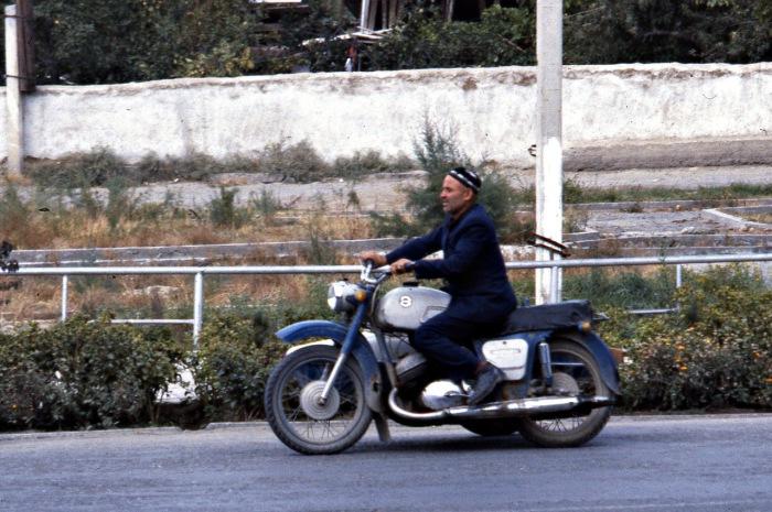 Популярный городской транспорт. СССР, Узбекистан, Самарканд, 1984 год.