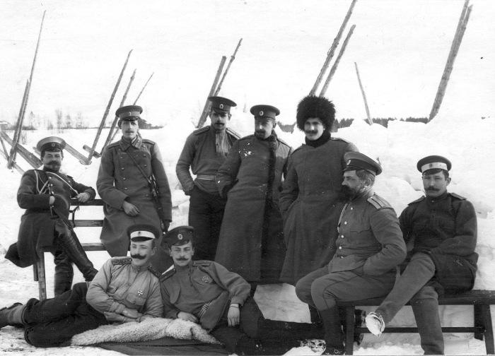 Группа гвардейских офицеров, проходящих практику в бригаде пограничной стражи в 1908 году.