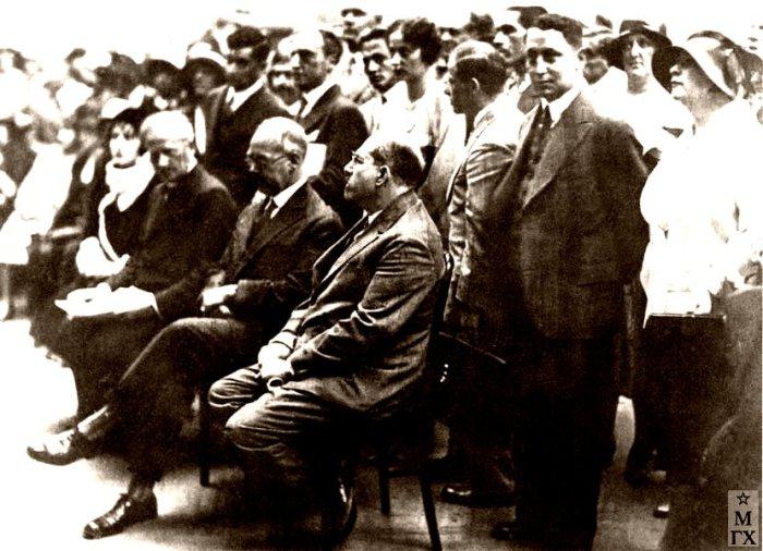 Анатолий Васильевич Луначарский на открытии Выставки советских художников в Берлине. 1930.