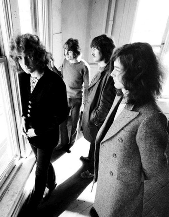 Британская рок-группа, образовавшаяся в сентябре 1968 года в Лондоне, и признанная одной из самых успешных, новаторских и влиятельных в современной истории.