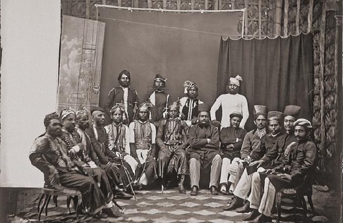Коллекция  фотографий из гарема индийского махараджи, сделанных в XIX веке.
