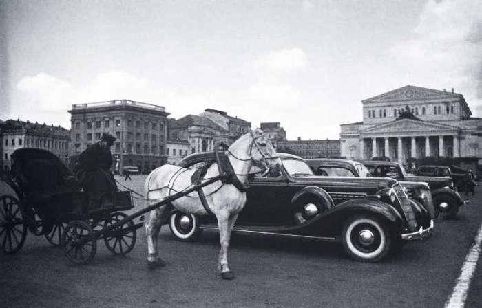 Одна из центральных площадей Москвы. СССР, 1937 год.
